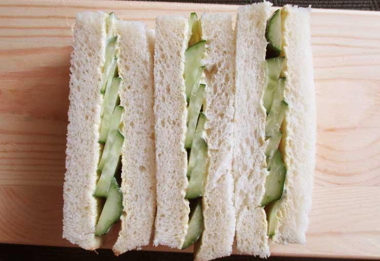 キュウリを使ったサンドイッチ