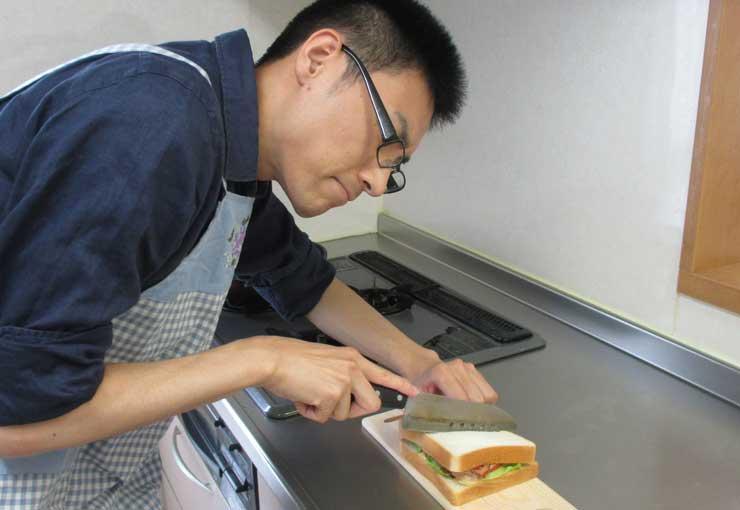 自宅の包丁とサンドイッチ